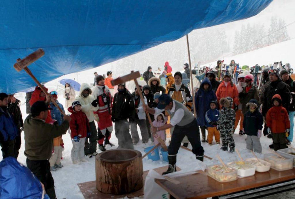 松之山温泉スキー場 新春餅つき大会