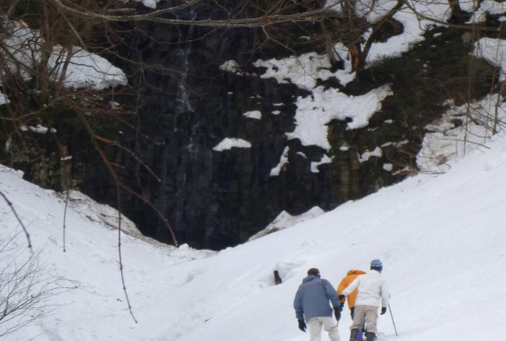 かんじきづくりと鳴滝ハイキング | 兵庫(上山高原ふるさと館)